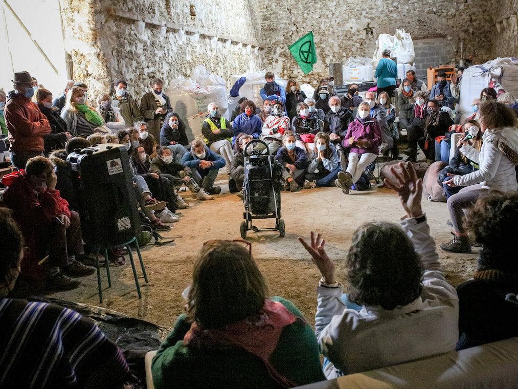 Photo de l'assemblée écologique et sociale où le collectif a été créé