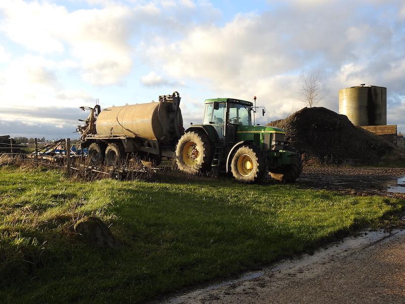 Tracteur avec citerne